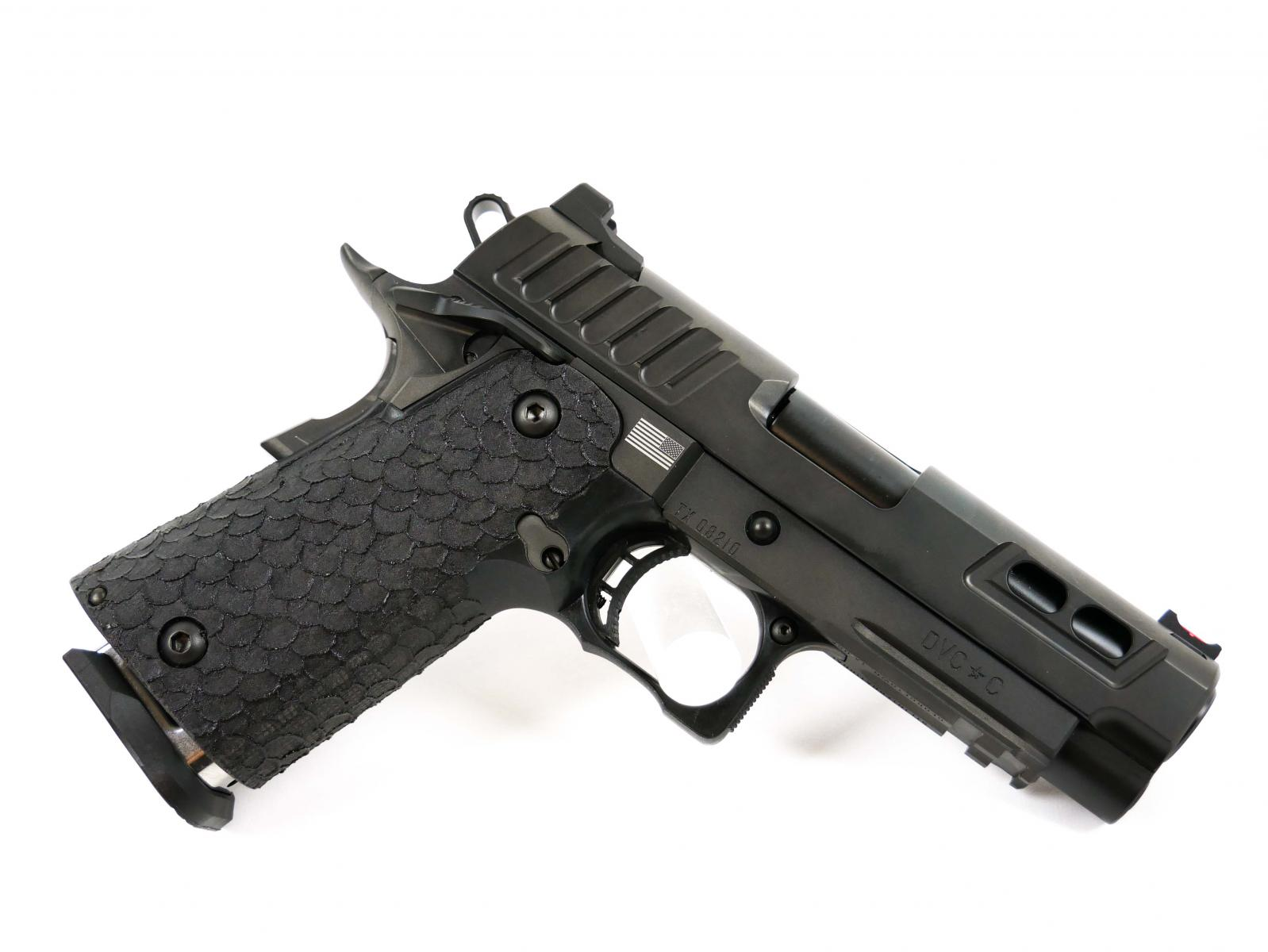 "STI DVC-C | 9x19mm, 4.15"" Bull Barrel, Dawson Sights, Gen II 2011® Grip, 1 126mm Mag, 2 140mm Mags"